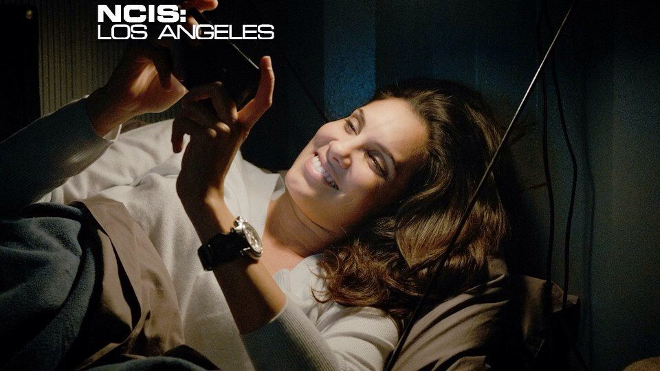 Aww Kensi thinking of Deeks! :D #NCIS:LA #Densi   NCIS & NCIS:LA ...