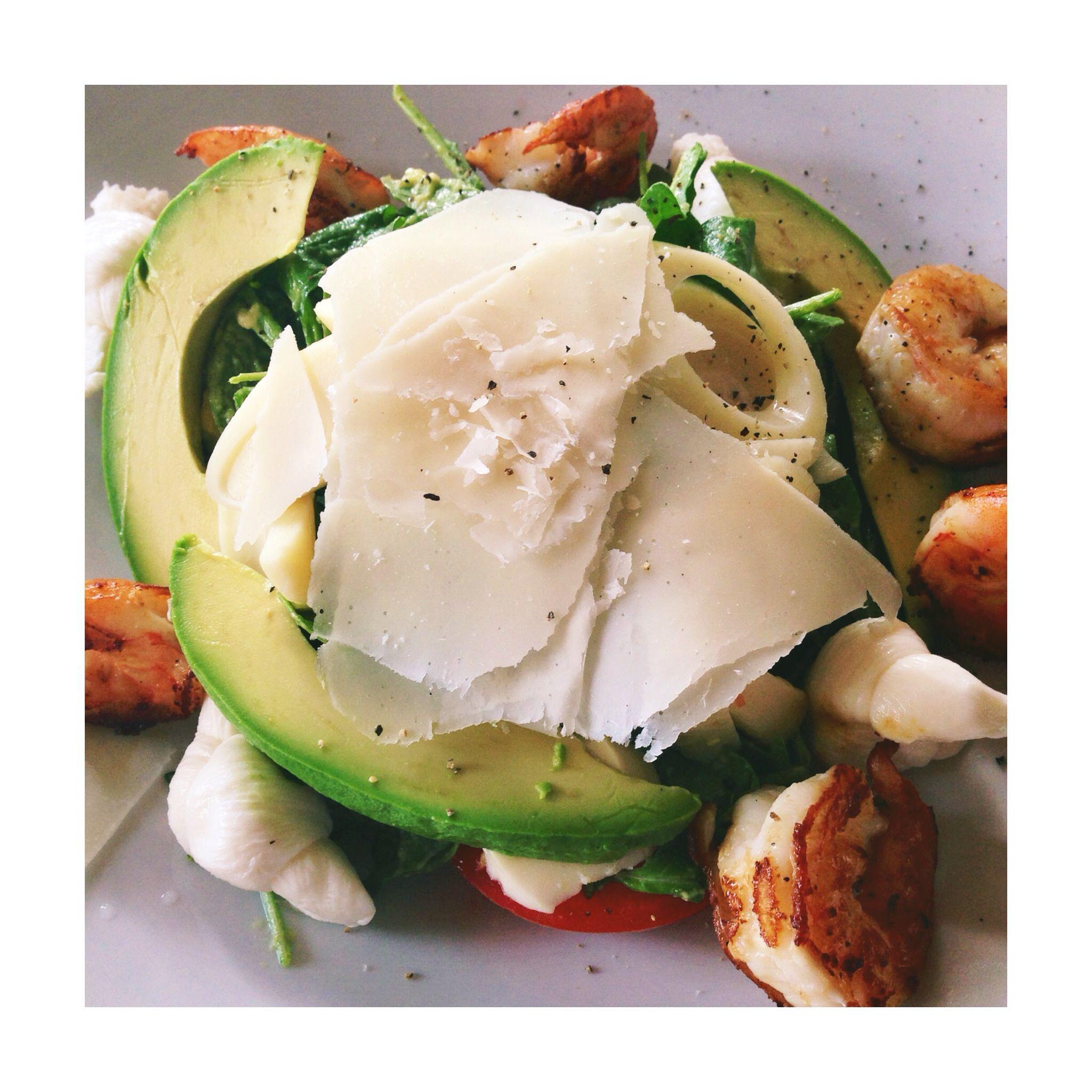 Salad with grilled shrimp & avocado