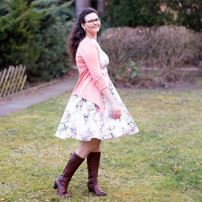 Yay mein neues #naehdirwas Projekt ist online: Ein Kleid in wunderschönen Pastellfarben und Blumenmuster! Kombiniert habe ich das ganze einerseits mit einer leichten Strickjacke und andererseits mit meinen Lederstiefeln. Was sagt ihr? . . . . #Luxundpoppy #blog #blogger #blogs #blogging #bloggerlife #blogspot #blogger_de #germanblogger #instablogger_de #germanblog #ootd #ootdshare #ootdfashion #ootdstyle #fashionblogger_de #modeblogger #modeblogger_de #style #styles #look #mode #fashion…