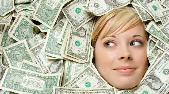 El mundo de los negocios avanza a velocidad de vértigo y gracias a la era de las nuevas tecnologías existen nuevas fórmulas para ganar dinero a través de internet. ¿Qué negocios online te permiten ganar un dinero extra cada mes?