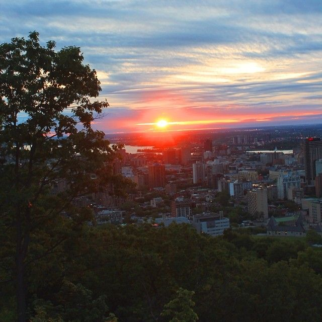 #amazing #raisingsun #levesoleil #belvedere #montroyal #mtl #montreal #morning #vscom #Montreal #nightlife Check more at http://www.voyde.fm/photos/international-party-cities/amazing-raisingsun-levesoleil-belvedere-montroyal-mtl-montreal-morning-vscom/