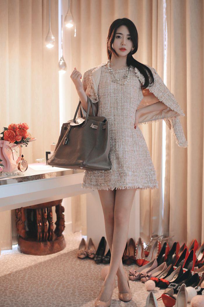 은은히 피부결에 스며드는 핑크베이지 트위드 드레스단독으로 착용하셔도 아름답지만같은 패브릭으로 재킷까지 준비했어요반짝 반짝은은히 빛나는 옷 클래식하면서도 화려한 이중적인 분위기의 트위드 디자인 &nb...