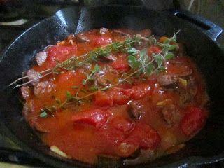 מה יש לְצהריים?: תבשיל קבנוס ברוטב עגבניות