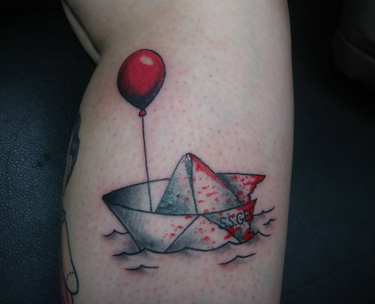 f8e2f7250 Stephen king it tattoo Georgie paper boat balloon pennywise ...