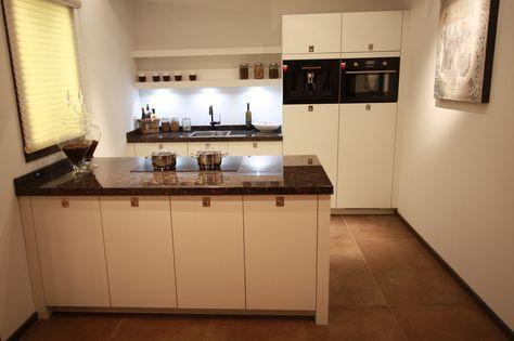 Klein Schiereiland Keuken : Kleine keuken met schiereiland bij in kitchen