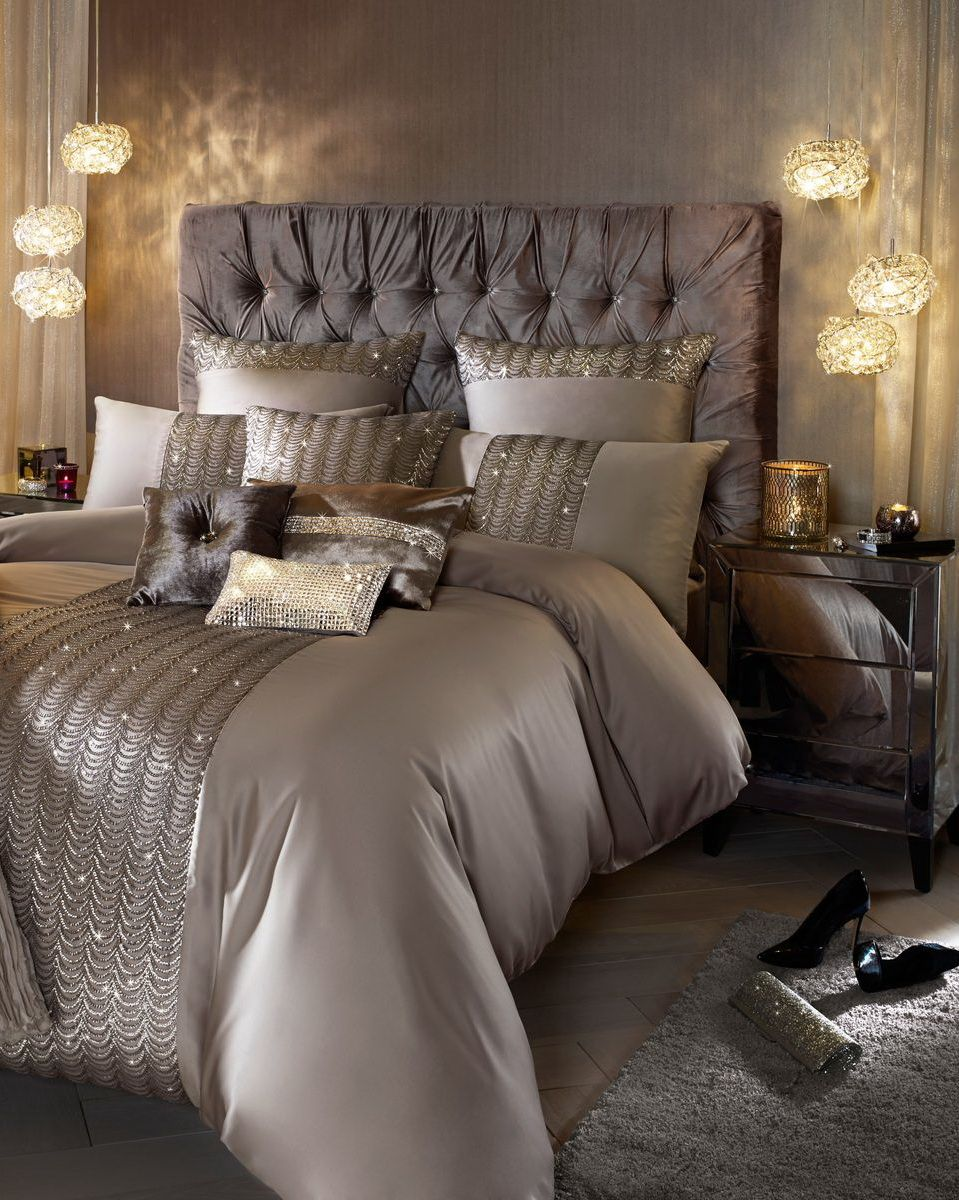 50 classic glam bedroom designs that are utterly for Bedroom ideas silver