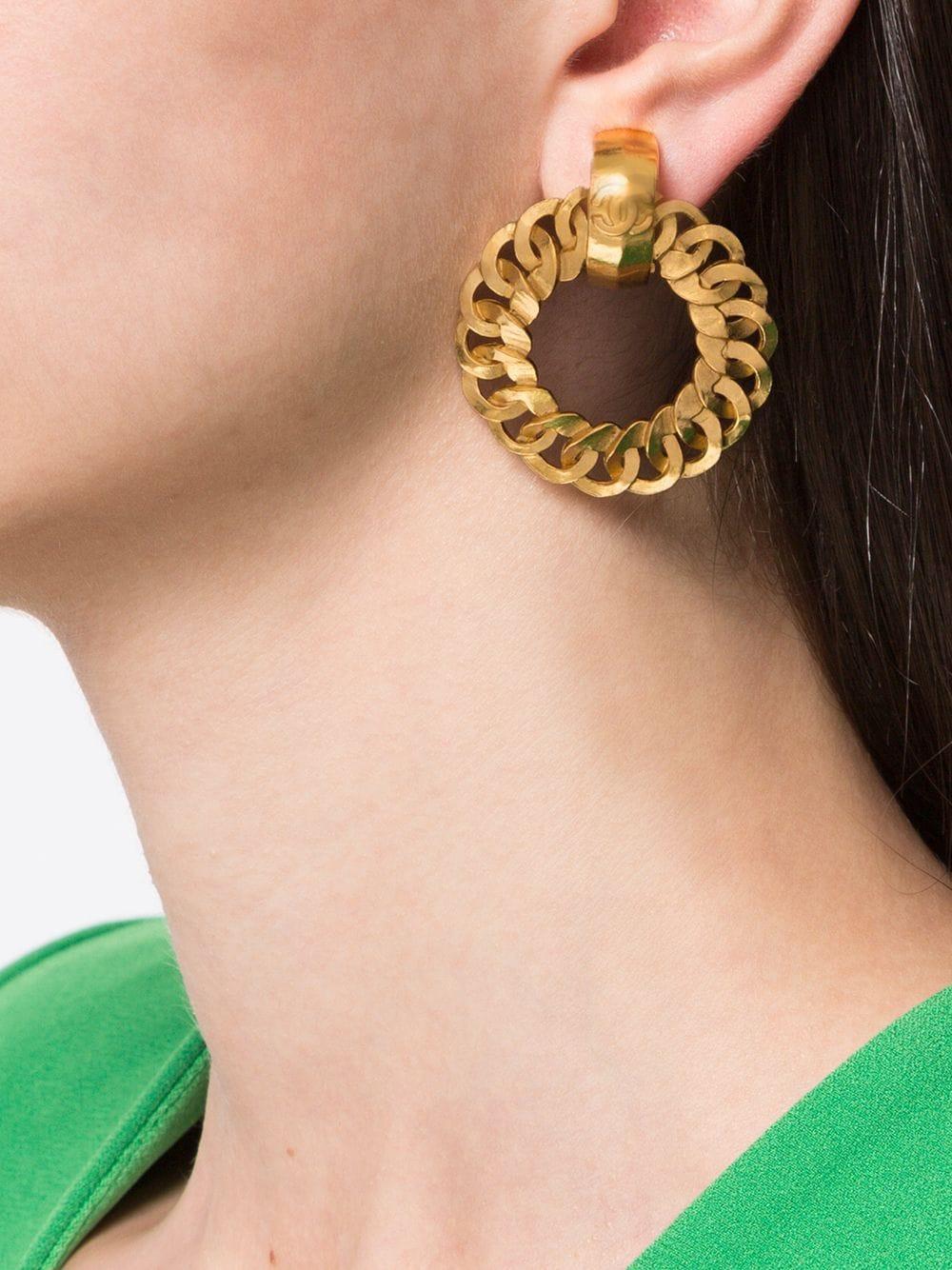 Chanel Pre Owned 1996 Chain Hoop Clip On Earrings Farfetch Clip On Earrings Chanel Pre Owned Earrings Timeless [ 1334 x 1000 Pixel ]