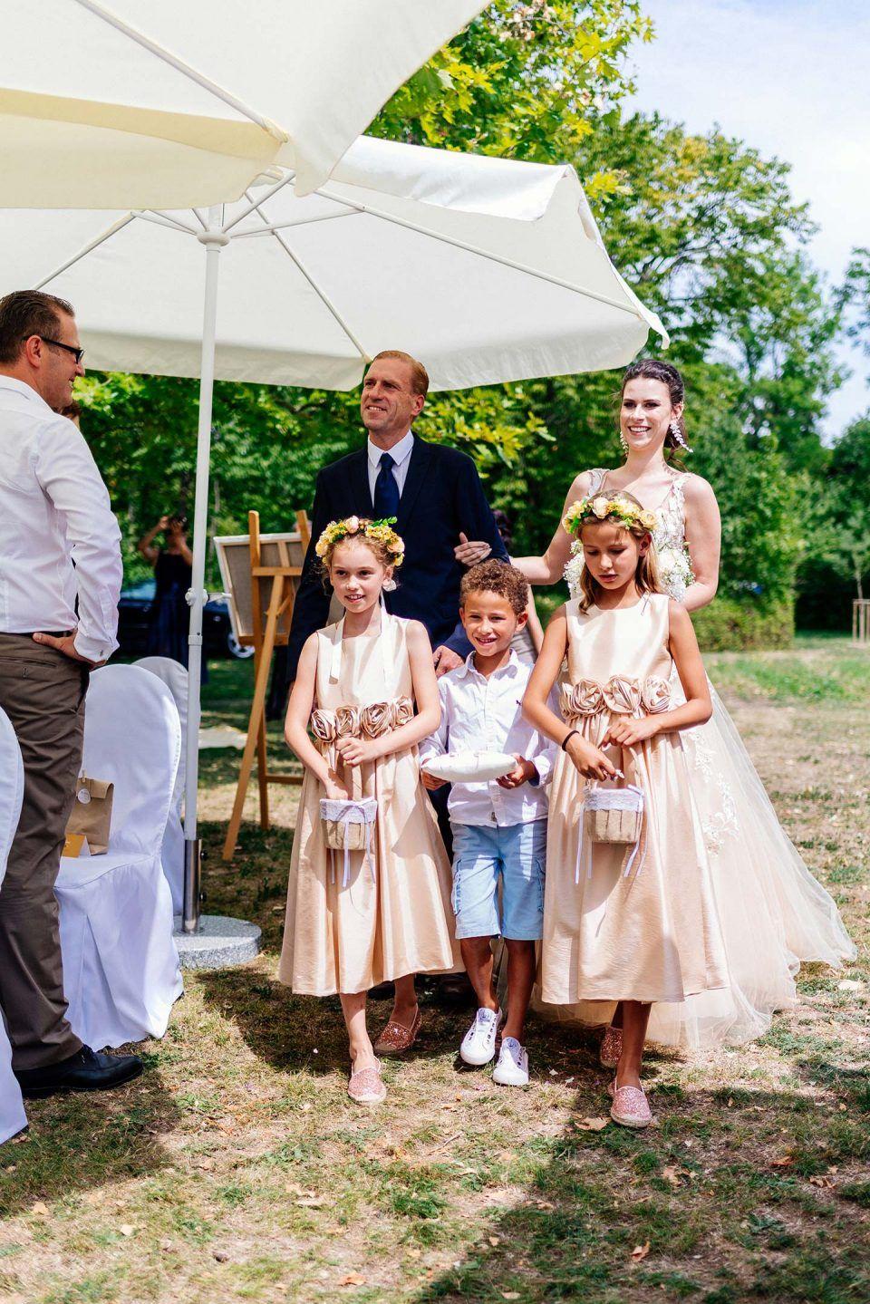 Anna Ludwig Glamourose Gartenparty Fotografie Betti Plach Wedding Photography Blumenmadchen Kleid Hochzeit Hochzeit Garten