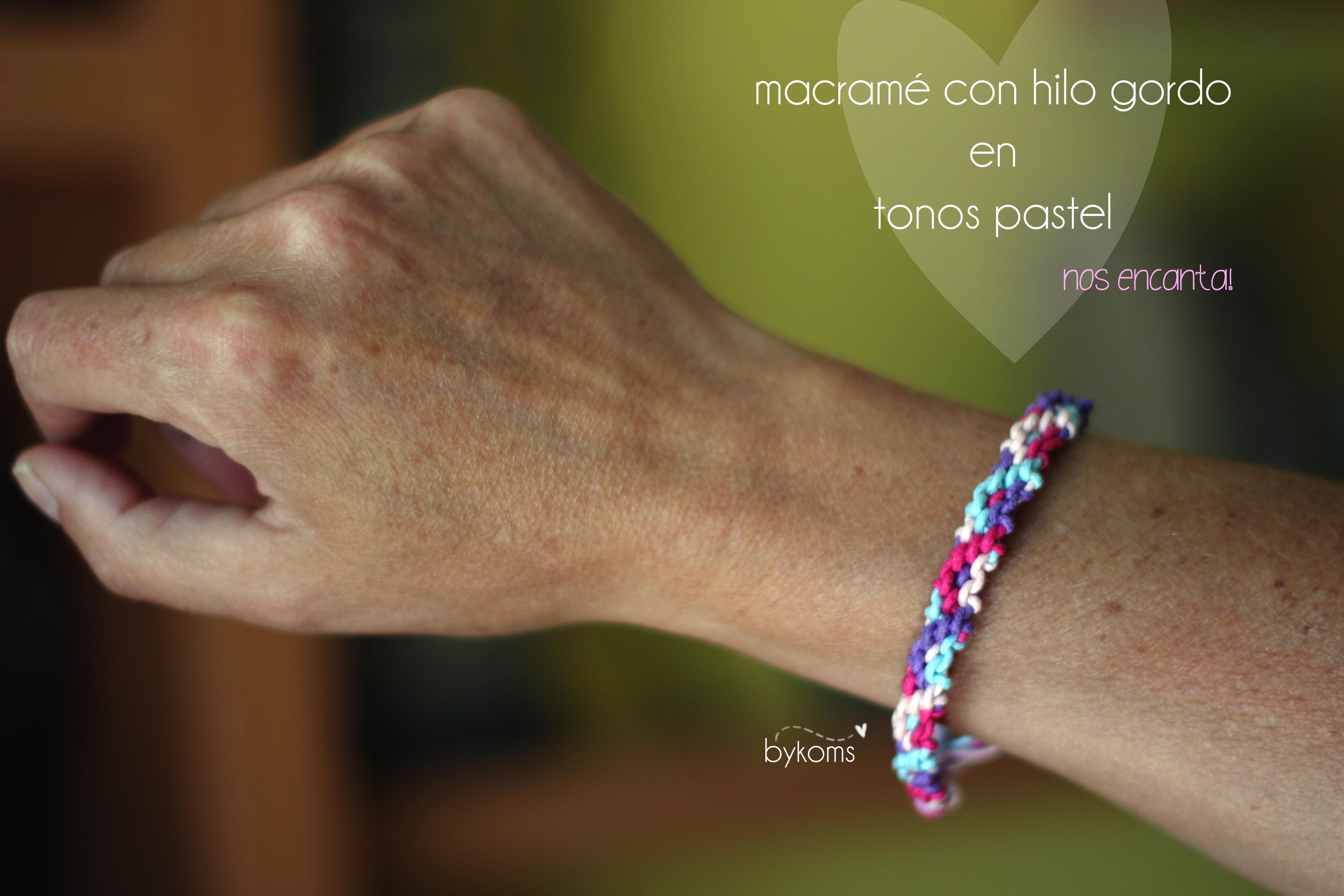 Pulsera macramé con hilo grueso en colores pastel. Precio: 3€ Contacto: bykoms.accesorios@gmail.com