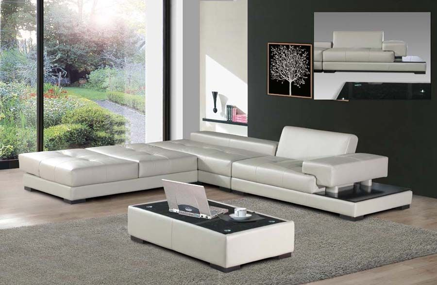 Charmant Modern Italian Sofas In Low Design For Spacious Space: Modern Neutral  Living Room Decor Minimal Design White Leather Sofa Combined With Coff.