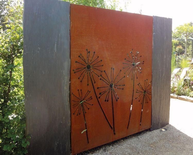 Corten Privacy Screen On Slate Slabs Corten Privacy Screen Slabs Slate In 2020 Garden Wall Art Fence Design Garden Wall