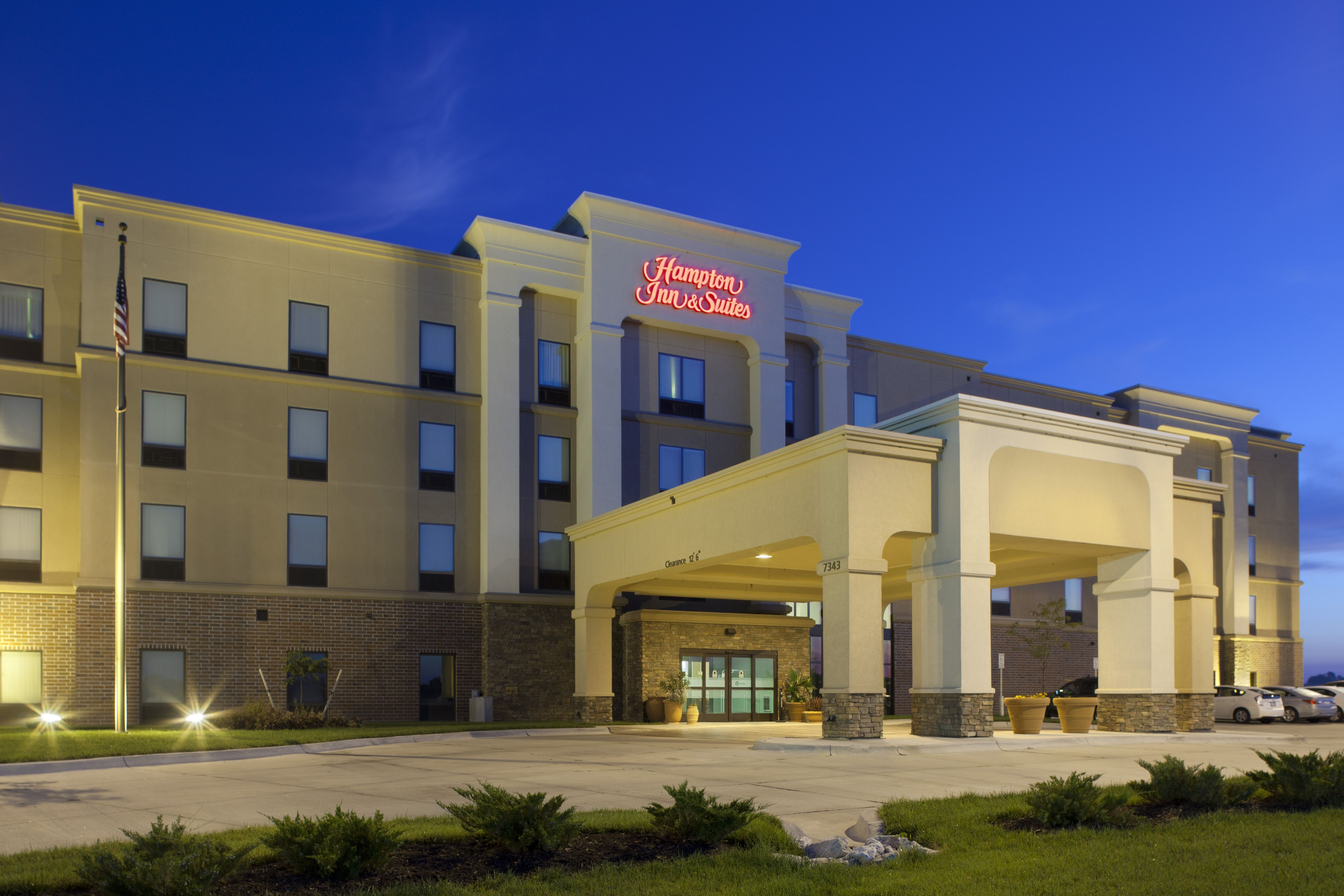 Hampton Inn And Suites Lincoln Nebraska Whether You Come To Lincoln For Football Games Held At Memorial Stadium Or Shopping In T Hampton Inn Indoor Pool Inn