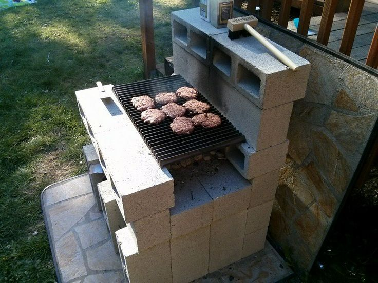 She Put A Bunch Of Cinder Blocks In Her Living Room When You See Why You Ll Get Really Jealous Diy Bbq Diy Grill Cinder Block