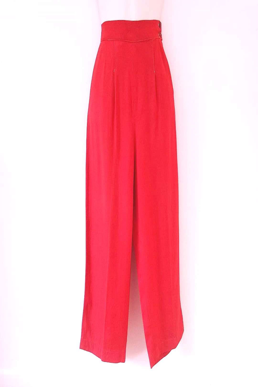 #gabardine #gorgeous #lipstick #standing #people #1940s #pants #waist #with #high #side #red Gorgeous 1940s lipstick red gabardine pants with high waist side You can find 40s fashion and more on our website.Gorgeous 1940s...