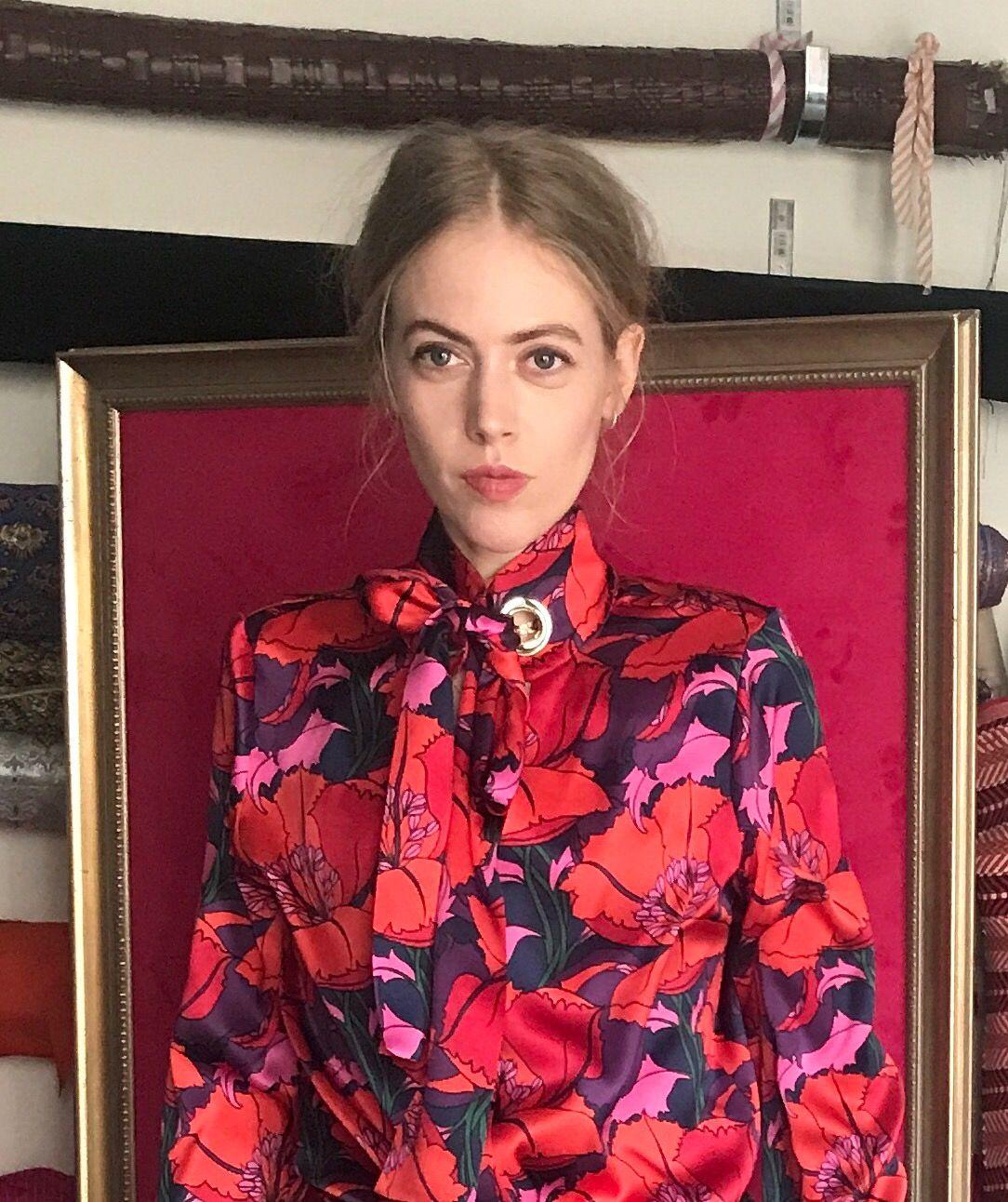 Diese Bluse Lieben Alle Modeblogger Streetstyle In 2020 Bluse Elegante Blusen Schluppenbluse