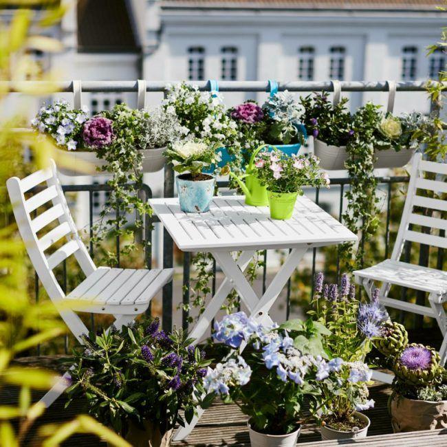 Genial Sichtschutz Für Den Balkon Weisse Gartenmoebel Blumen Gelaender Deko