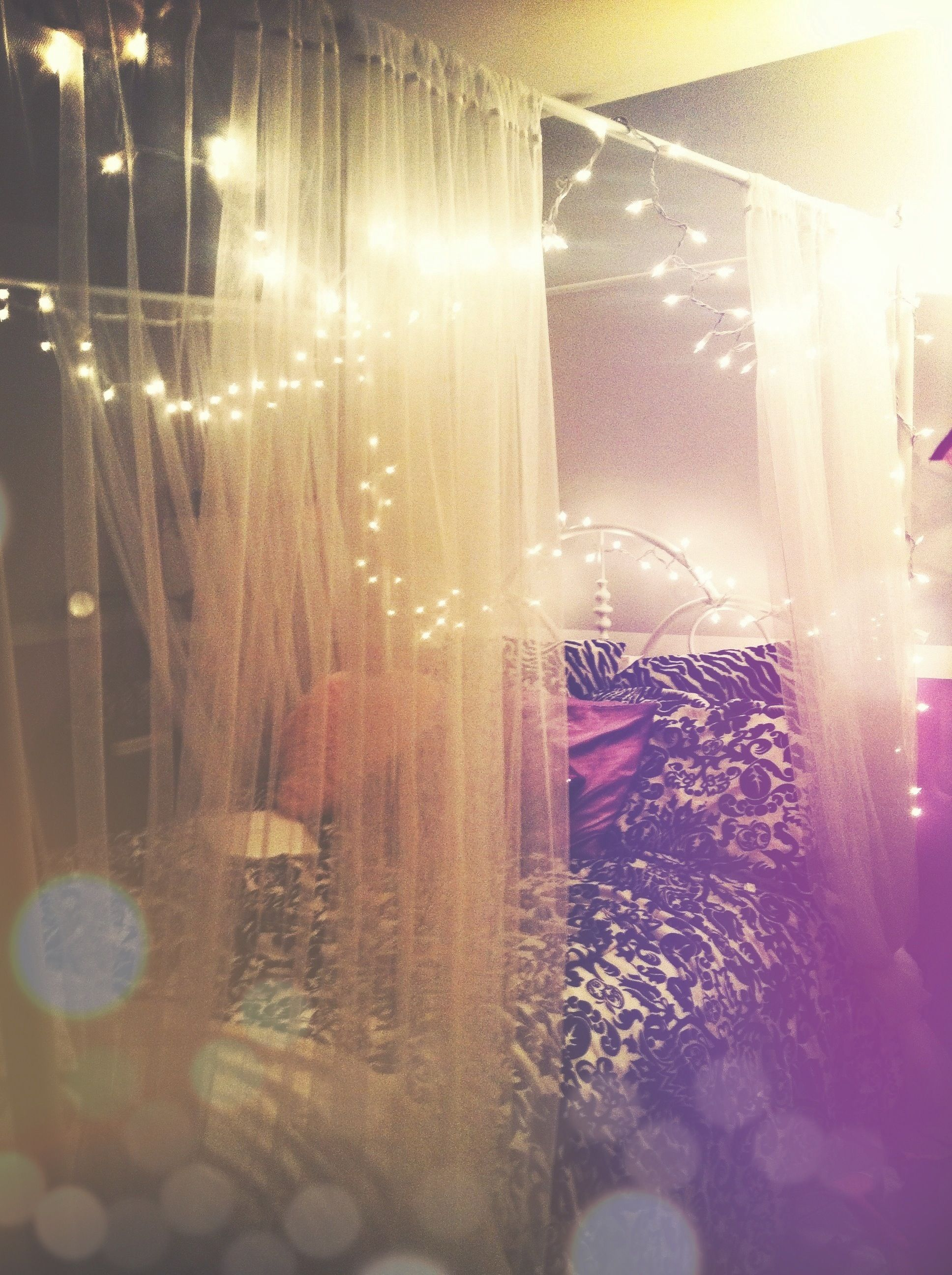 Canopy bed curtains with lights - Big Comfy Bed Surrounded By A Canopy And A Fairy Lights