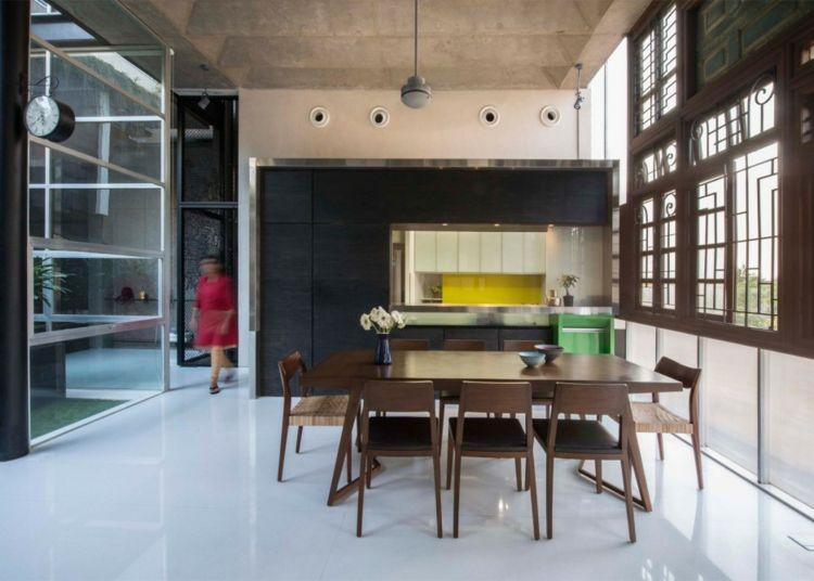 hohe betondecke küche essbereich fassade türen und fenster holz ...