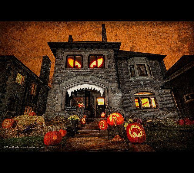 11 Craziest Halloween Decorated Homes