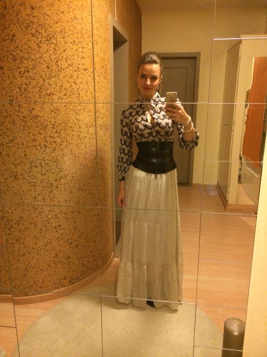 Silk skirt, Missoni pullover, leader belt