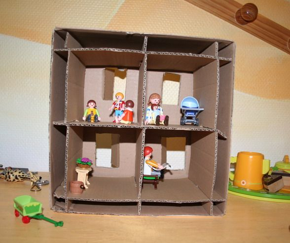 diy fabriquer une maison de playmobil maison playmobil. Black Bedroom Furniture Sets. Home Design Ideas