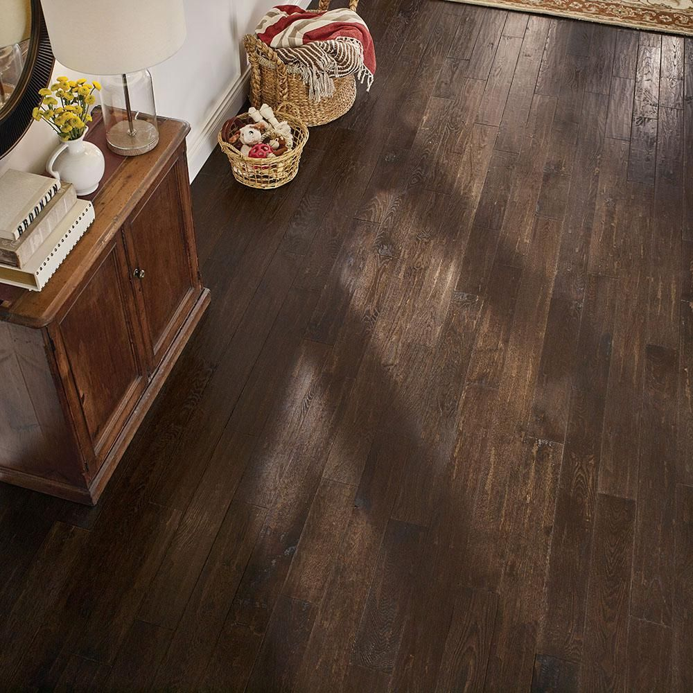 Bruce Revolutionary Rustics Oak Brown Harmony 3 4 In T X 5 In W X Varying L Solid Hardwood Flooring 23 5 Sq Ft Case Sakhd59l403h The Home Depot Solid Hardwood Floors Hardwood Floors Hardwood