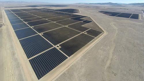 World S Largest Solar Farm Topaz Solar Farm In California Is Up And Running Solar Farm Solar Panels Solar