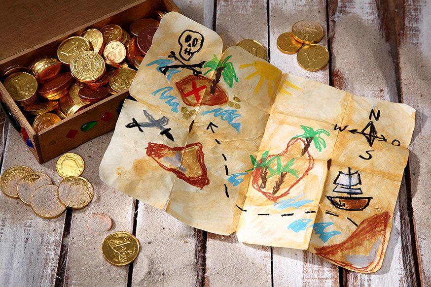 Jeder pirat braucht eine schatzkarte umsetzung und foto thordis r ggeberg kids piraten - Piraten deko basteln ...