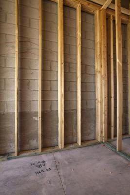 Advantages Disadvantages Of Concrete Block Homes Hunker Cinder Block House Concrete Blocks Concrete Block Walls