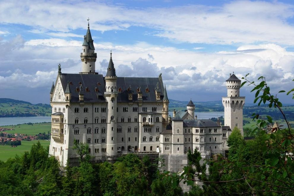 29 Gorgeous Castles From Around The World Neuschwanstein Castle Germany Castles Beautiful Castles