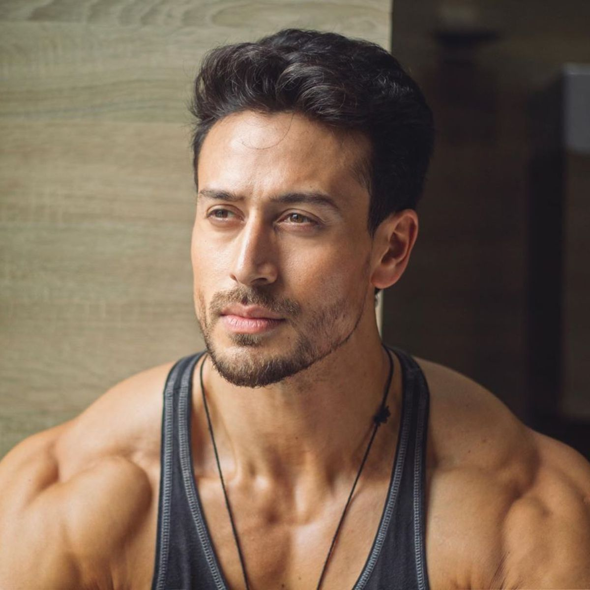 Tiger Shroff sends the internet into a meltdown as he