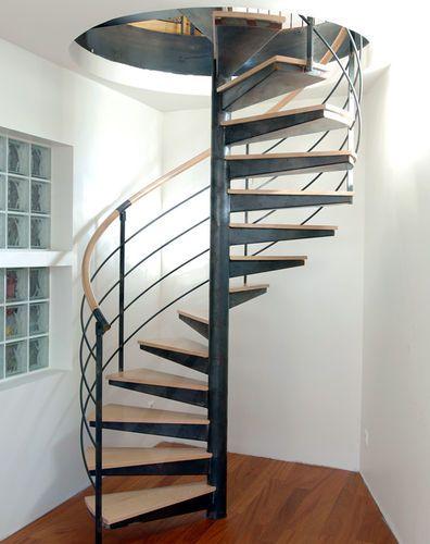 Escalier En Colimacon Structure Metallique Et Marches En Bois