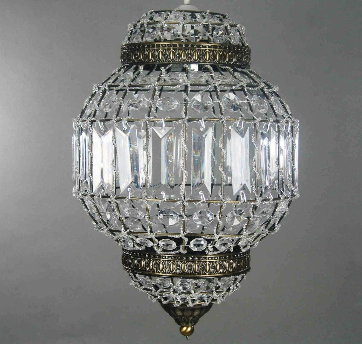 This beautiful Moroccan lantern style pendant combines clear