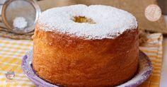 La chiffon cake la ricetta del famosissimo ciambellone americano altissimo e sofficissimo senza burro e perfetto da farcire o per la colazione.