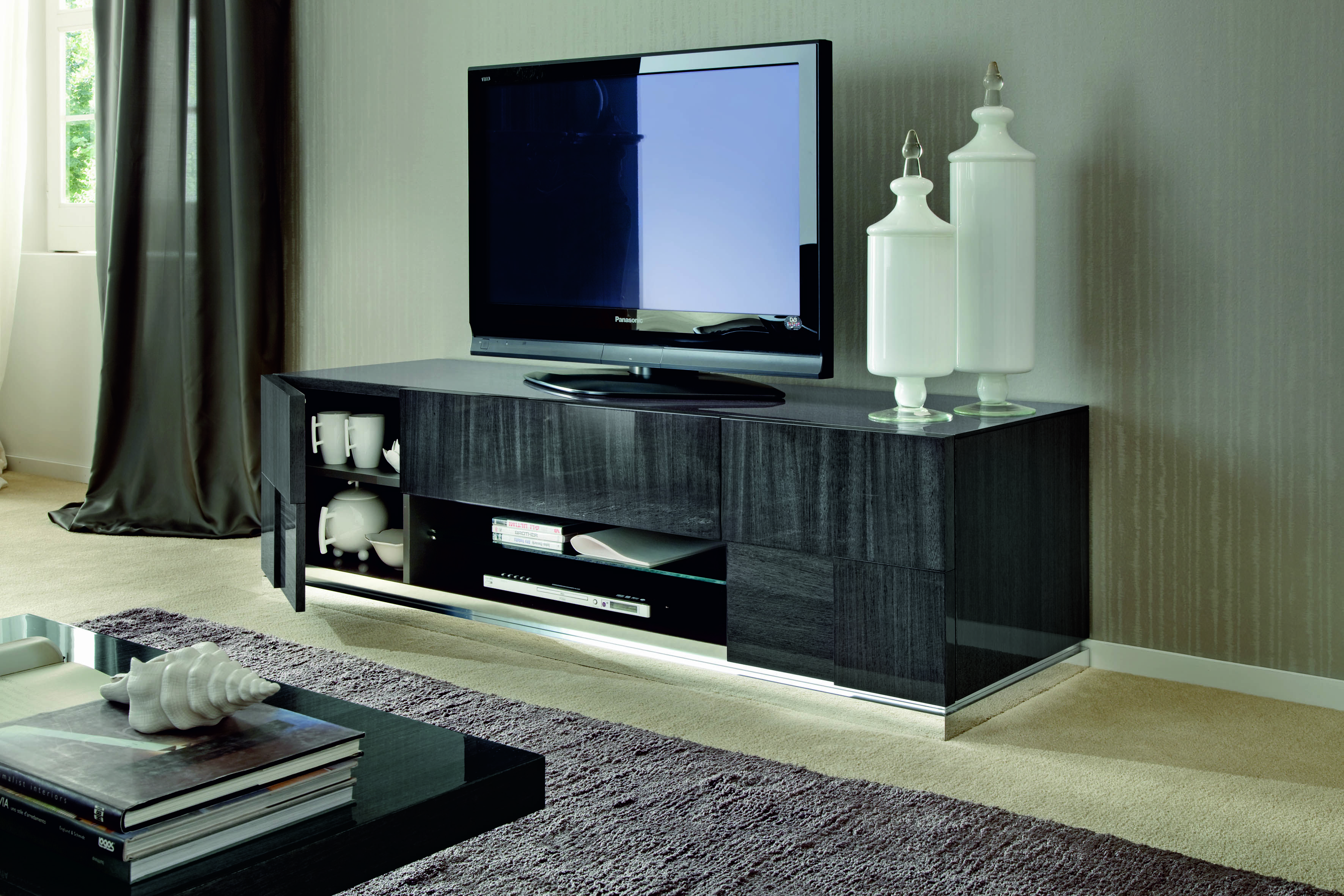 8 Mirrored Furnishings To Reflect Your Interior Design Style Tv  # Muebles Westing