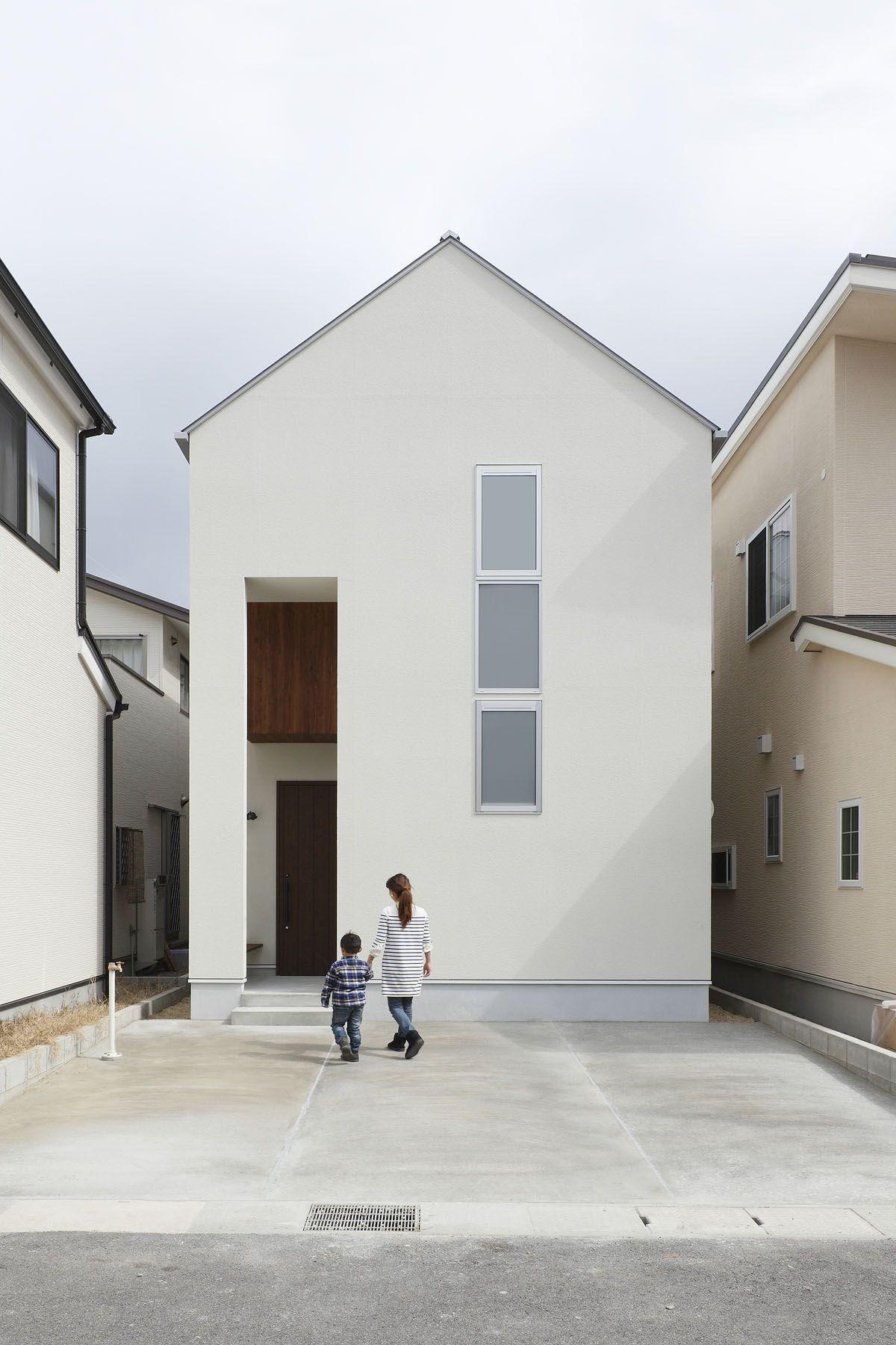 Small narrow minimalist house in japan