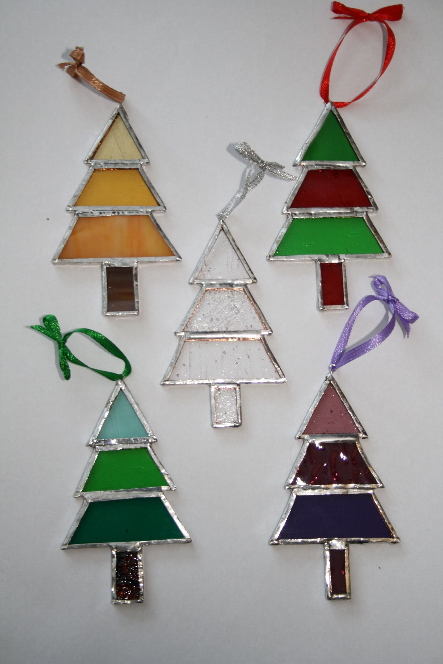 Stained Glass Christmas Ornament Patterns.Stained Glass Cheistmas Trees Stained Glass Ornaments