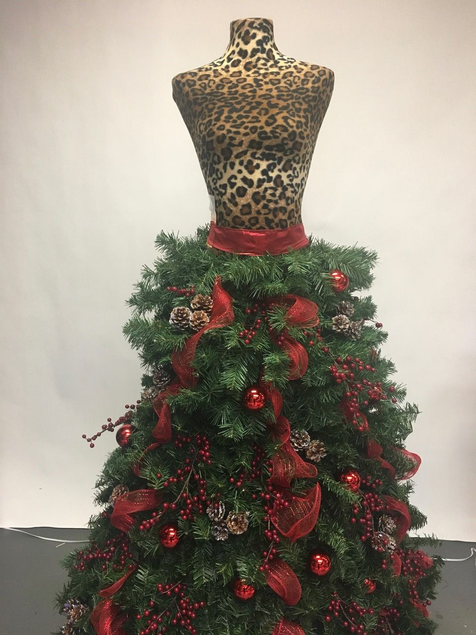 Pin On Dfct Grand Diva Style Dress Form Christmas Tree