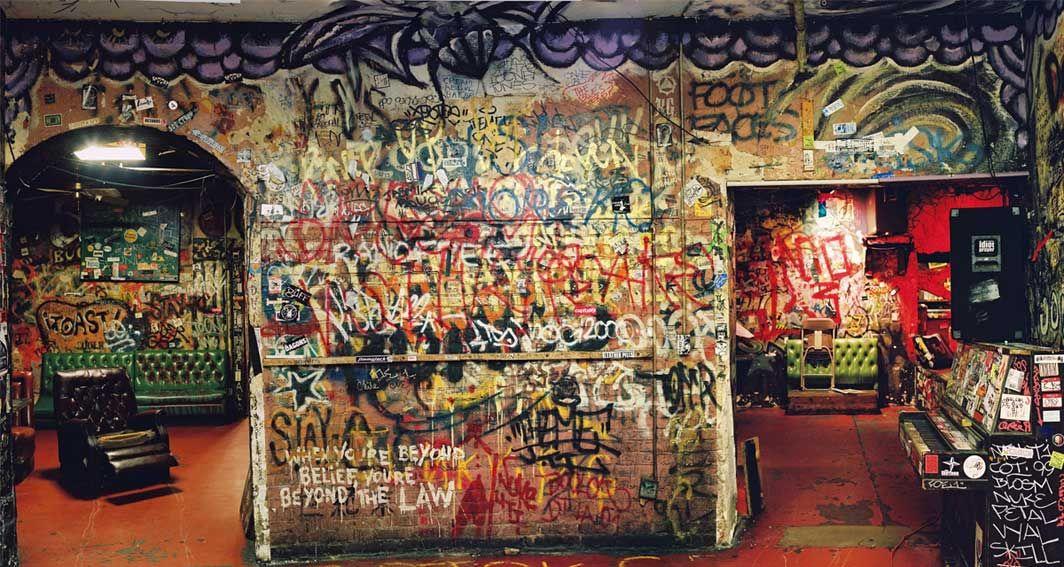 Al 39 S Bar Was A Popular Venue For L A S 80s Punk Rock Scene Punk Room Graffiti History Punk Scene