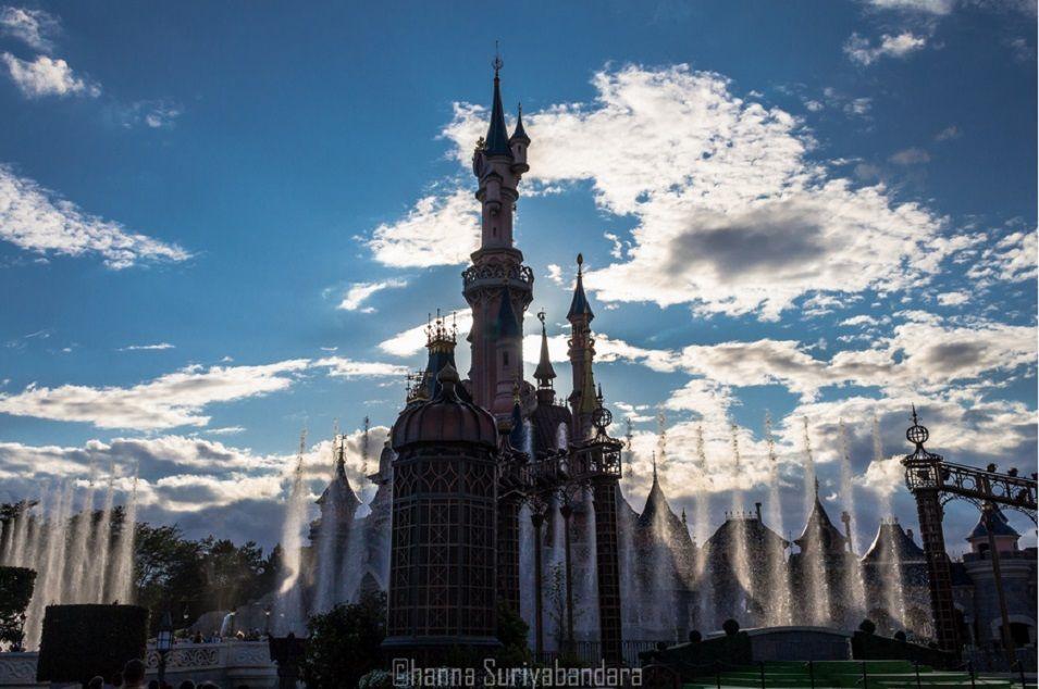 Disneyland, Paris, France   1,000,000 Places