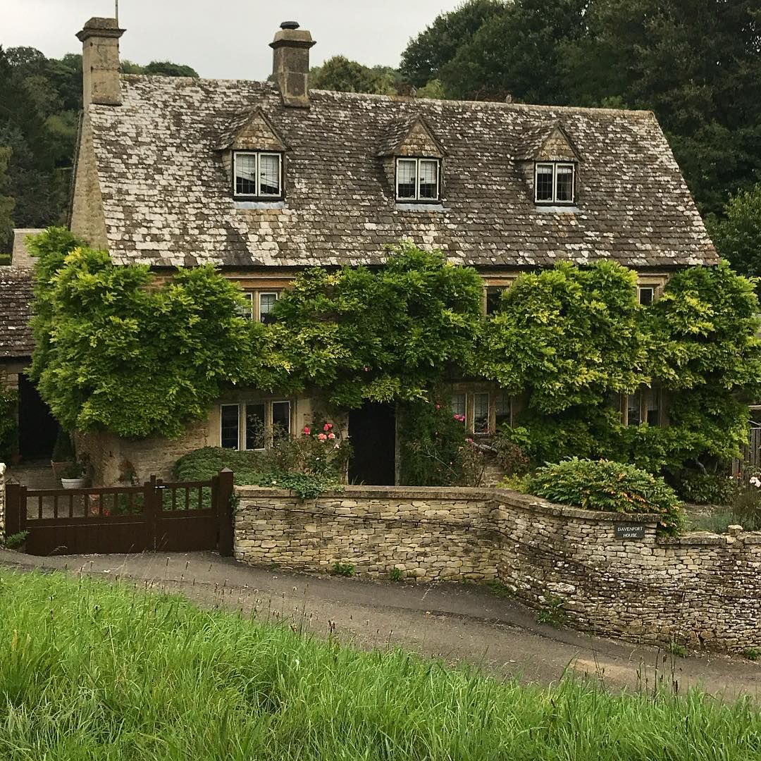 575 vind-ik-leuks, 14 reacties - colin gray (@colin_awg) op Instagram: 'Rather attractive house in Duntisbourne Abbots,Gloucestershire #cotswolds #villagehouse…'