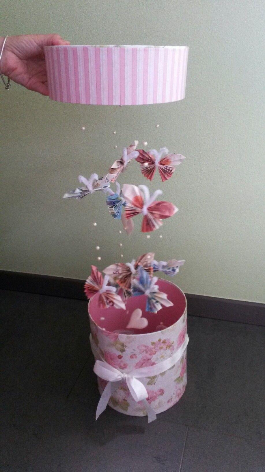 Geschenk Mit Schmetterlingen Aus Geldscheinen Geldgeschenke Hochzeit Basteln Geschenke Zur Konfirmation Geschenkideen