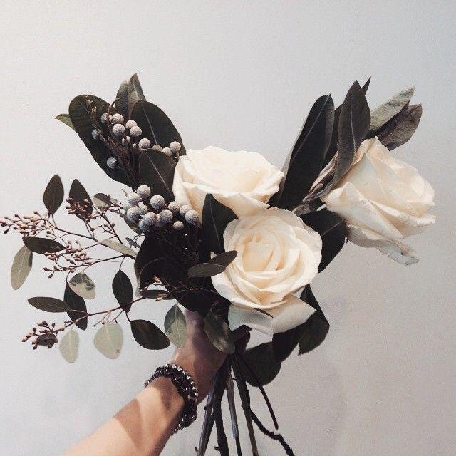 いいね!427件、コメント3件 ― 플로리스트 이주연 florist Lee Ju Yeonさん(@vanessflower)のInstagramアカウント: 「#vanessflower #vaness #flower #florist #flowershop #바네스 #플라워 #바네스플라워 #플라워카페 #플로리스트 #원데이클래스 #화훼장식기능사…」