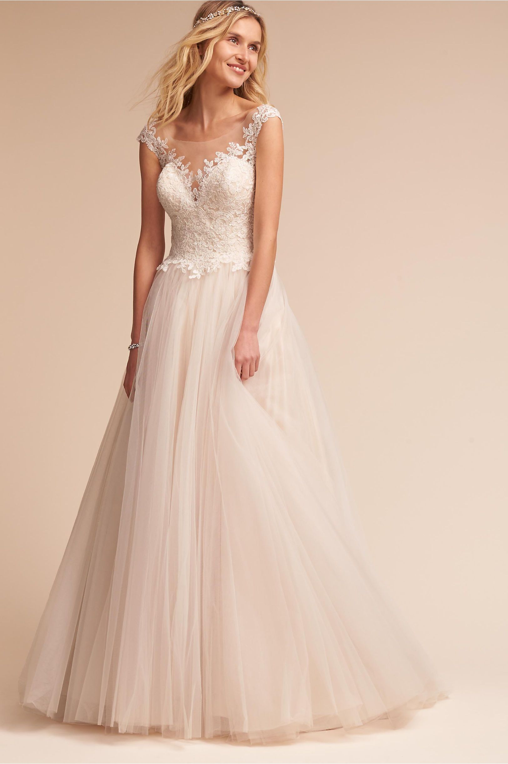 15 Pretty Perfect Wedding Dresses Under 1500 That Won T Break The Bank
