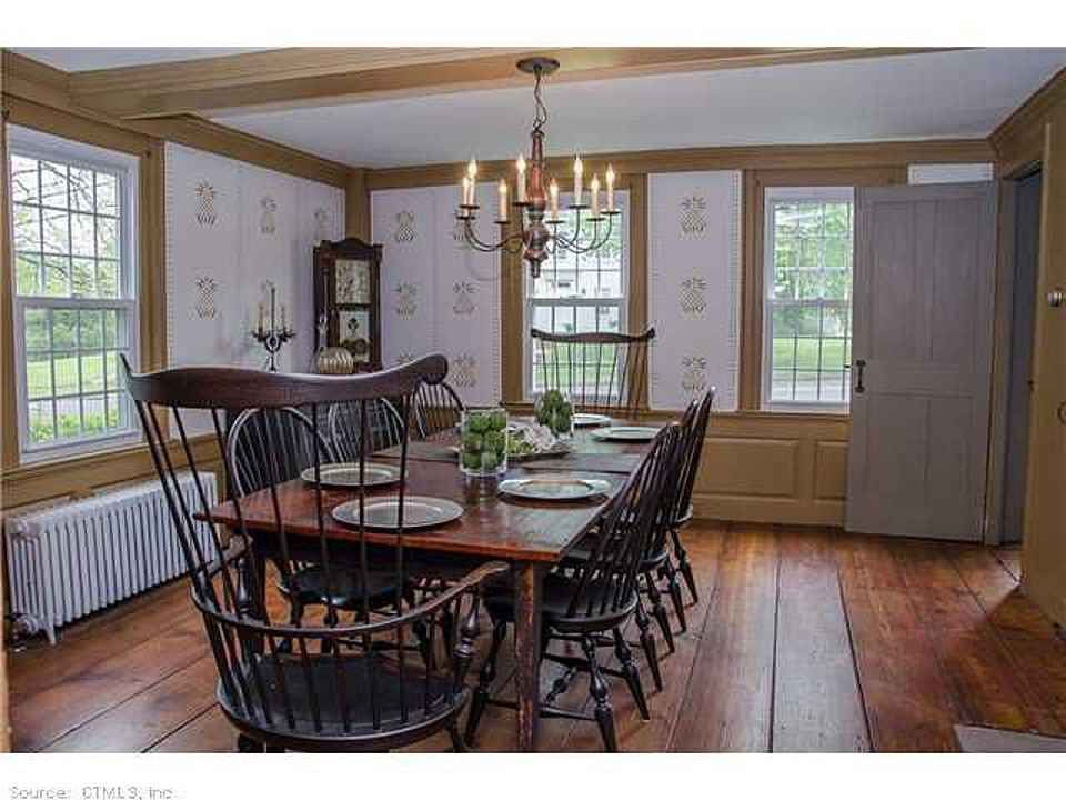 colonial dining rooms | lovely colonial dining room with great Windsor chairs ...