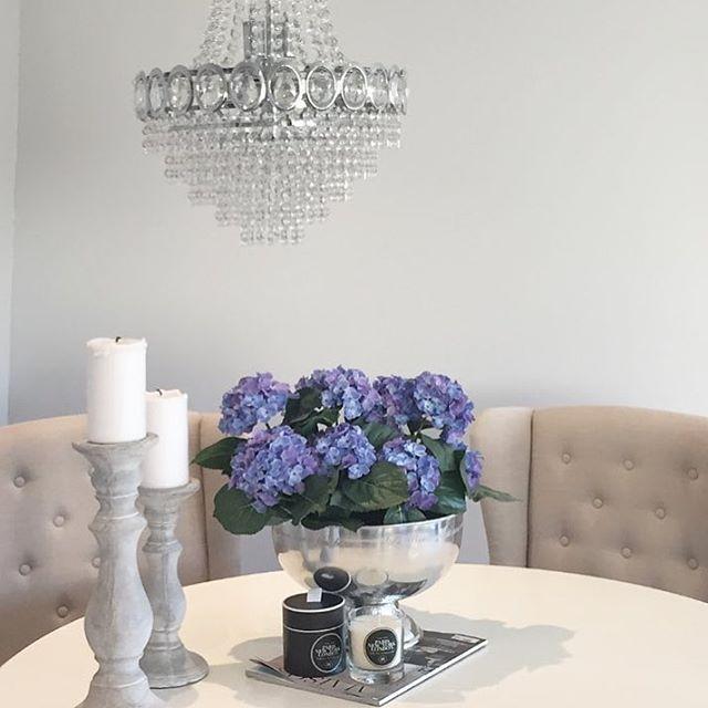 Gorgeous styling from our lovely customer @karoline_ss /Våre duftlys kan kjøpes på www.interior123.com #HagenLuxuryCandles