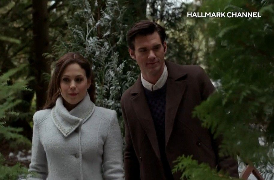 When Calls The Heart 2020 Christmas Tree When Calls the Heart Season 7 Christmas Elizabeth and Nathan in