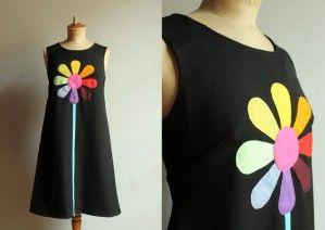 La petite robe noire à retrouver en taille standart ou en demi sur mesure sur Alittlemarket. http://www.alittlemarket.com/boutique/louise_et_valentin-66870.html