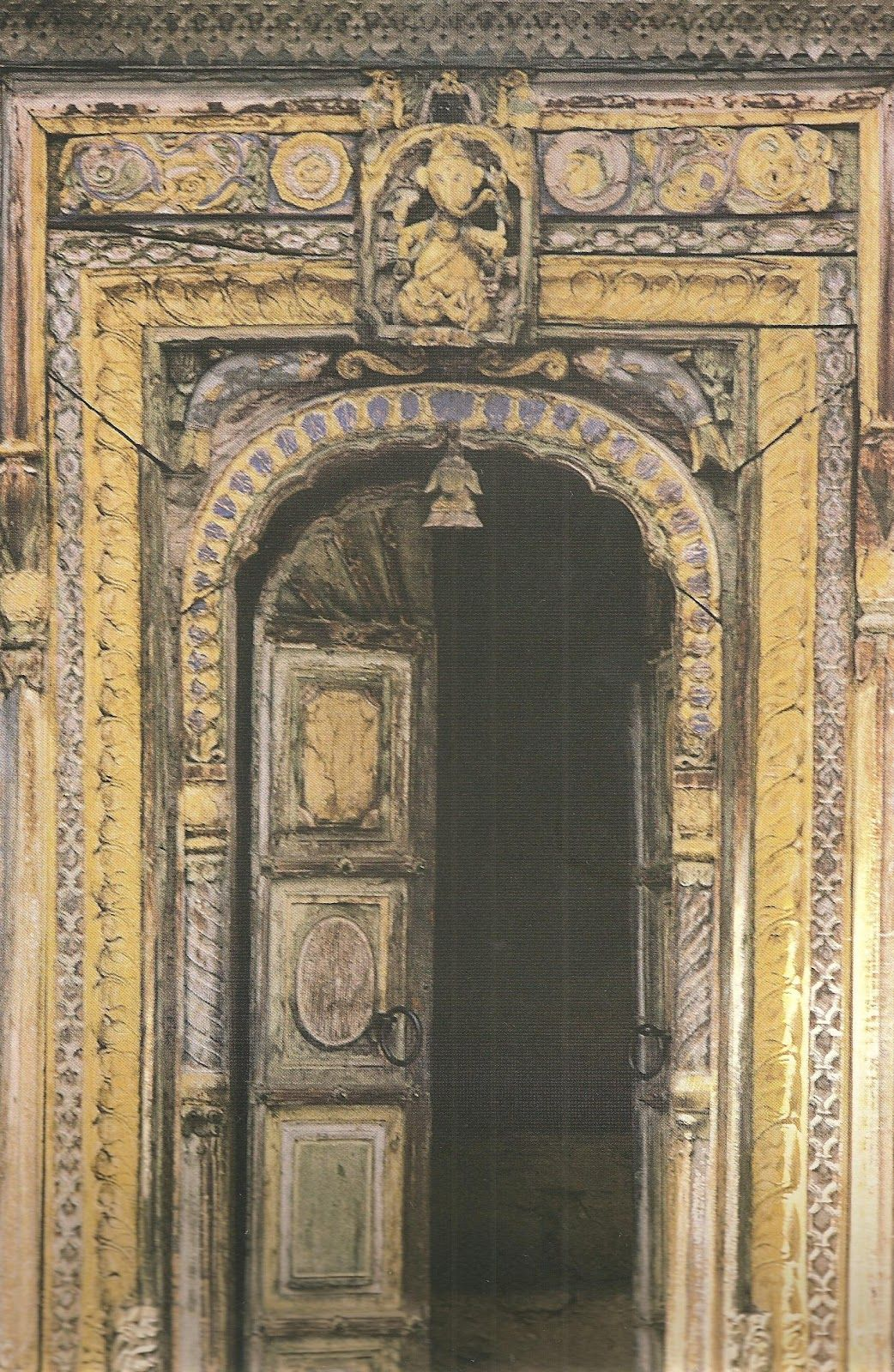 Puertas antiguas de madera guatemala buscar con google for Puertas interiores antiguas madera