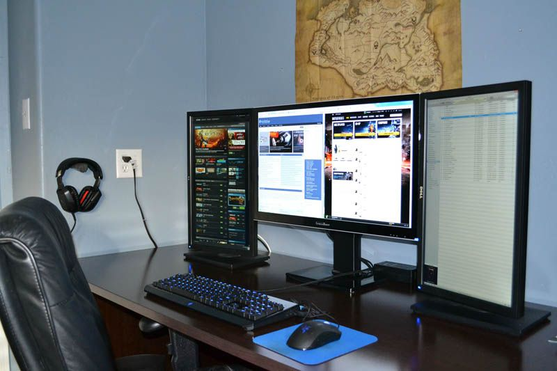 Want this! Three monitor setup one large in middle two portrait on